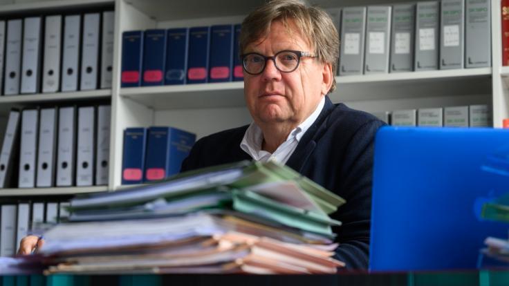 Mit Hilfe des Verwaltungsgerichts Berlin will der Hannoveraner Anwalt Dirk Schoenian die Bundesregierung zwingen, mehrere Kinder aus einem syrischen Flüchtlingslager nach Deutschland zu holen.