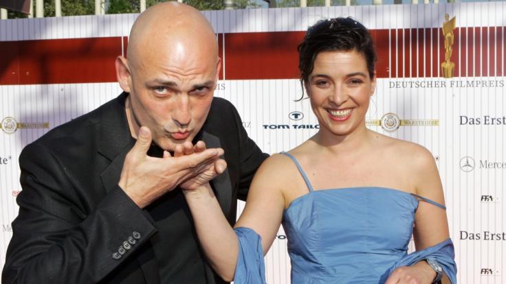Schauspieler Leon Boden, hier 2006 mit seiner damaligen Freundin Birgit Hass bei einer Preisverleihung, ist im Alter von 61 Jahren unverhofft gestorben. (Foto)