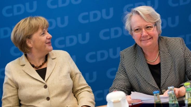 Ex-Bildungsministerin Annette Schavan und Angela Merkel sind auch privat befreundet. (Foto)