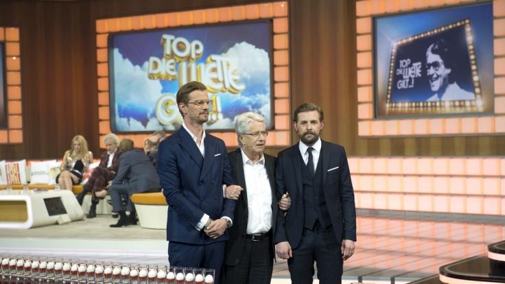 Frank Elstner (Mitte) mit dem Moderatorenteam Joko Winterscheidt (links) und Klaas Heufer-Umlauf (rechts). (Foto)