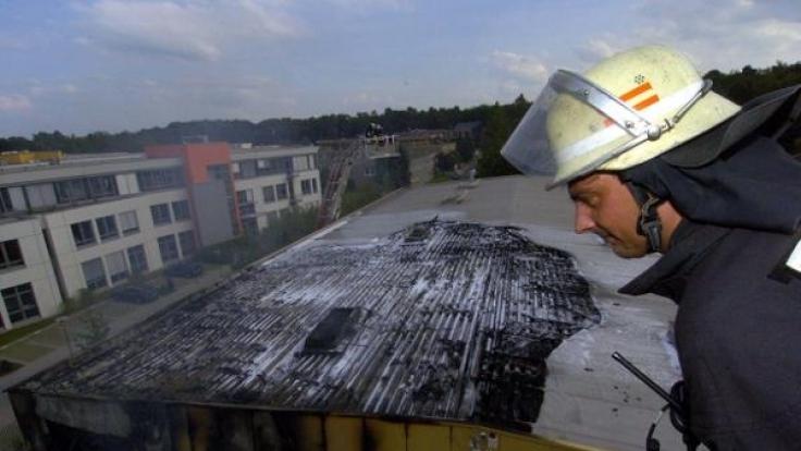 Ein Brand in einer Lagerhalle: Nicht immer hat der natürliche Ursachen. (Foto)