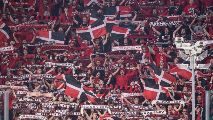 Die Fans von Bayer Leverkusen zeigen volles Engagement für ihren Verein. (Symbolbild) (Foto)