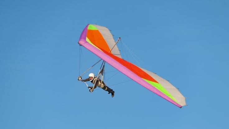 Auf Mallorca ist ein Drachenflieger auf bislang ungeklärten Gründen tödlich verunglückt. (Foto)