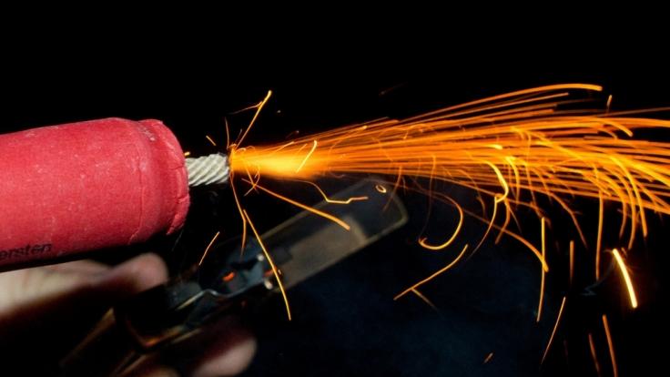 Feuerwerk: So erkennt ihr illegale Böller und Raketen