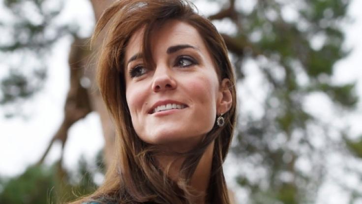 Herzogin Kate ließ nun offenbar den Verkauf der Billig-Kopien ihres royalen Verlobungsrings verbieten. (Foto)