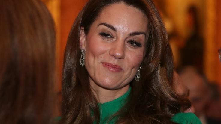 Kate Middleton hat gut Lachen. Hat sie ein süßes Geheimnis? (Foto)