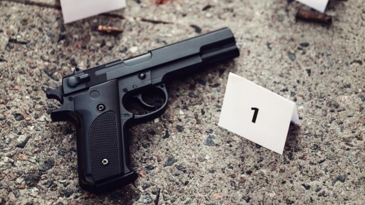 Ein 46-Jähriger hat bei einem Kindergeburtstag drei Menschen und sich selbst erschossen - seine neunjährige Tochter musste alles mitansehen (Symbolbild). (Foto)