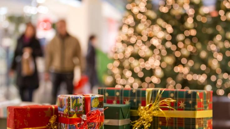Damit ihre Weihnachtsgeschenke pünktlich unterm Baum landen, sollten Sie die Lieferzeiten beachten.