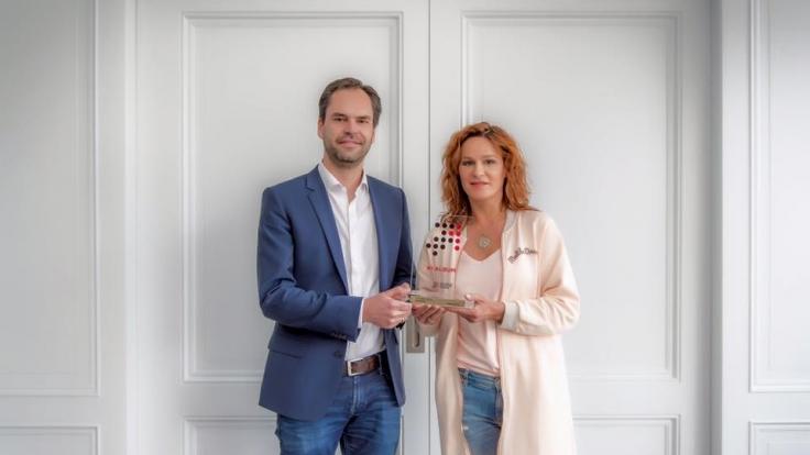 Rotes Haare, zerschlissene Jeans: Andrea Berg setzt auf einen neuen Look. (Foto)