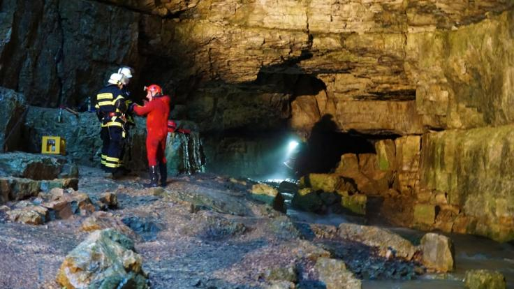In der Falkensteiner Höhle in Baden-Württemberg sind zwei Menschen von ansteigenden Wassermassen überrascht und dadurch eingeschlossen worden. (Foto)