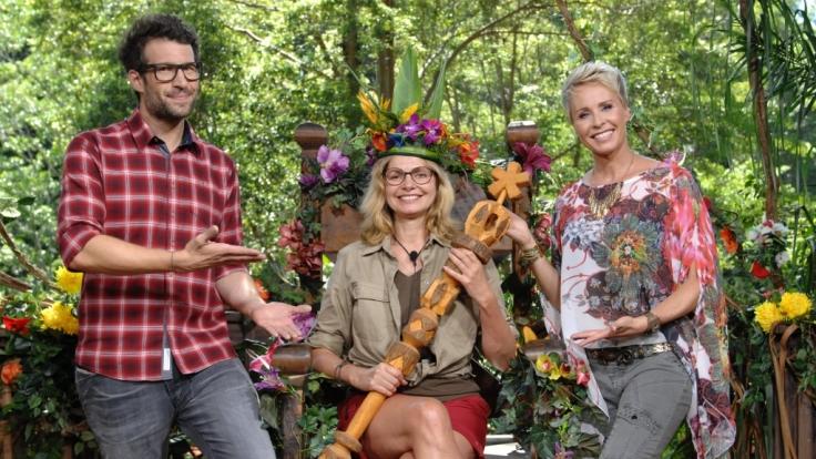 Dschungelkönigin Maren Gilzer mit den Moderatoren Sonja Zietlow (r.) und Daniel Hartwich (Foto)