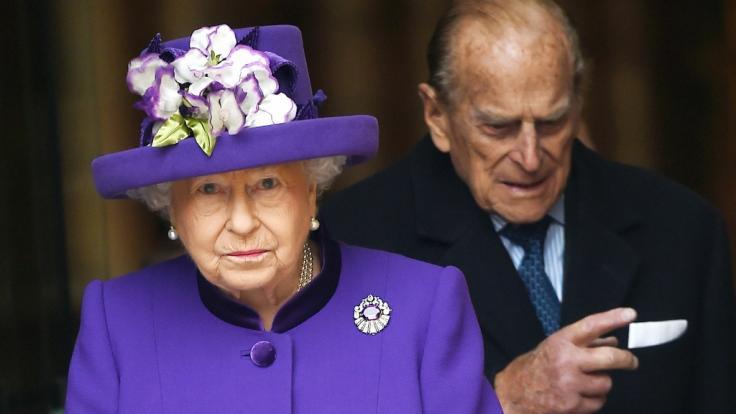 Queen Elizabeth II. und Prinz Philip sind seit über 70 Jahren miteinander verheiratet - doch offenbar lebt das Paar mittlerweile in getrennten Wohnungen.
