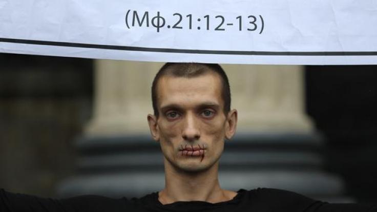Pjotr Pawlenski sorgt mit seinen blutigen Protest-Performances für Aufsehen. (Foto)
