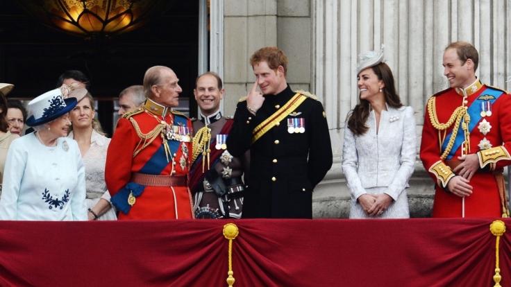 Die britische Königsfamilie am 14. Juni 2014. Von links nach rechts: Queen Elizabeth II, Prinz Philip, Prinz Harry, Herzogin Kate und Prinz William.