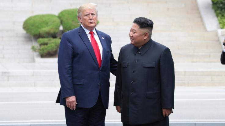 Eine wunderbare Freundschaft? So innig war das Verhältnis zwischen Donald Trump und Kim Jong-un. (Foto)