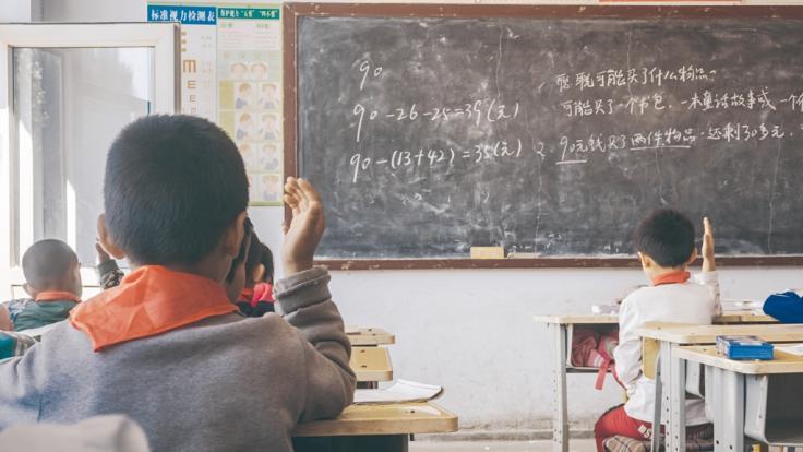 In China hat eine Lehrerin eine Schülerin offenbar so stark geschlagen, dass sie wenig später starb.