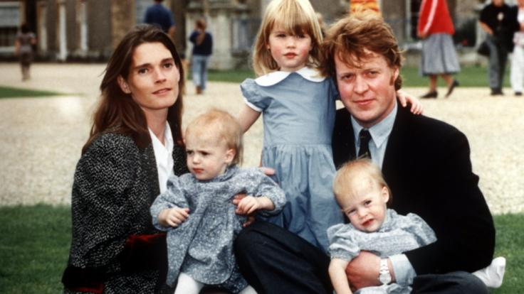 Papas ganzer Stolz: Earl Spencer mit seiner Ehefrau Victoria Lockwood, der ältesten Tochter Kitty Spencer (Mitte) und den Zwillingen Amelia und Eliza Spencer. (Foto)
