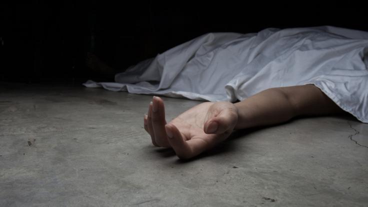 In Italien lässt ein Mann die Leiche seiner Mutter monatelang in deren Wohnung liegen, um ihre Rente abzugreifen. (Symbolbild) (Foto)