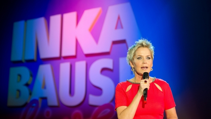 Die Moderatorin Inka Bause steht in ihrer MDR-Show