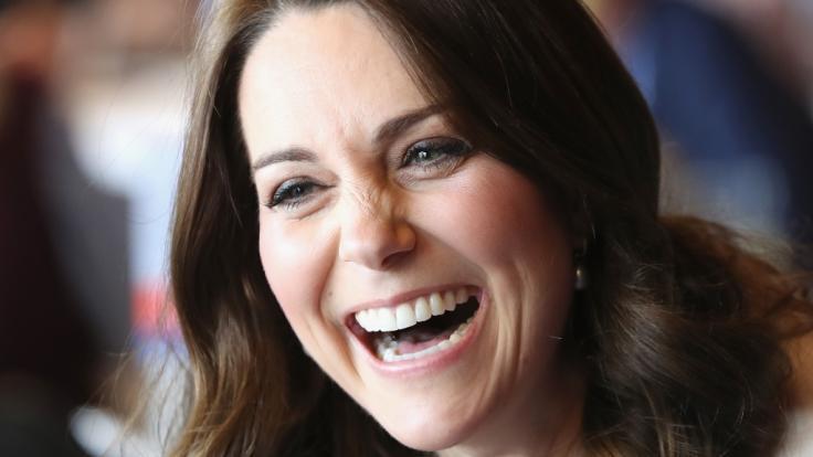 Aus der bürgerlichen Kate Middleton ist mit der Hochzeit mit Prinz William offiziell Herzogin Catherine von Cambridge geworden. (Foto)