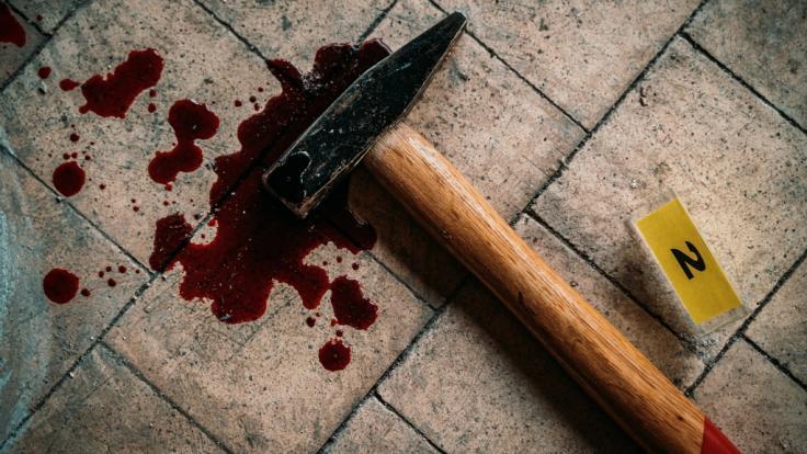 Eine junge Mutter hat in Russland ihre dreijährige Tochter mit einem Hammer erschlagen (Symbolbild).