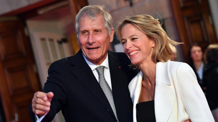 Der Moderator und Journalist Ulrich Wickert ist mit seiner Frau Julia Jäkel gern gesehener Gast auf den roten Teppichen des Landes