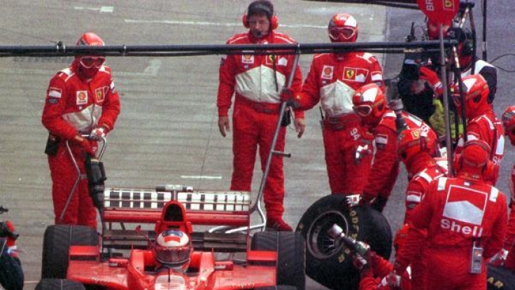 Michael Schumacher in der Boxengasse.
