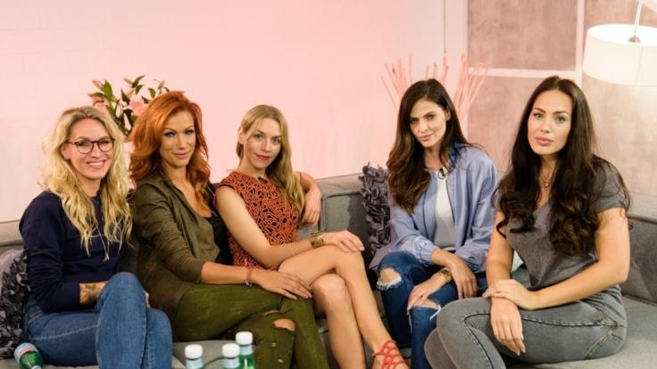 Evelyn Weigert, Yasmina Filali, Julia Dietze, Hana Nitsche und Hanas Shoppingbegleiterin Scarlett Sulu.