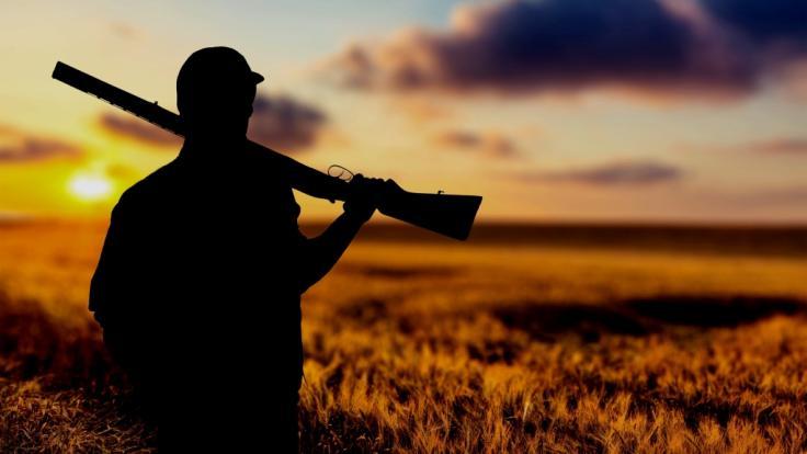 Ein Jäger verwechselte einen Wanderer bei der Jagd mit einem Truthahn und drückte ab - jetzt kämpft der Angeschossene im Krankenhaus um sein Leben (Symbolbild).