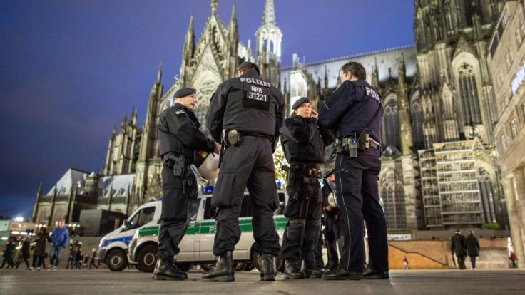 Unweit des Kölner Doms gab es am Freitagnachmittag einen Polizeigroßeinsatz nach einer Schussabgabe (Symbolfoto). (Foto)