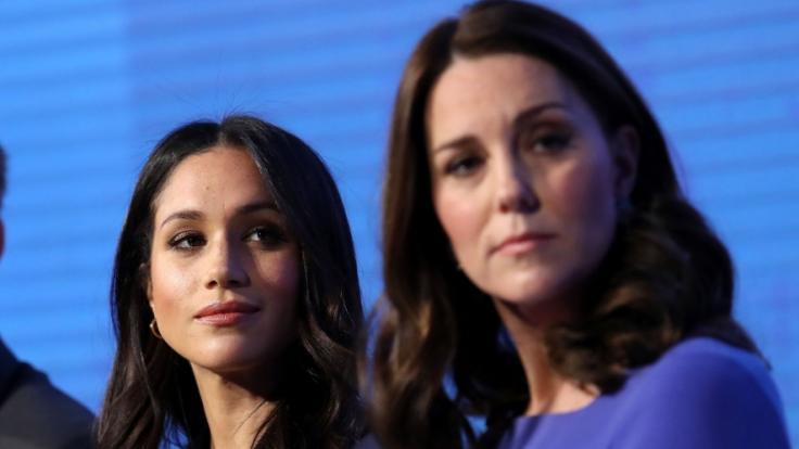 Herzogin Meghan soll auf Kate Middleton neidisch sein. (Foto)
