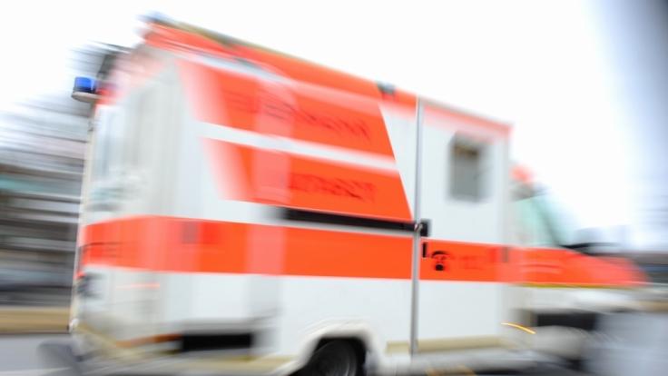 Beim Faschingsumzug in Waidhofen wurde eine Frau von einem Traktor überrollt.