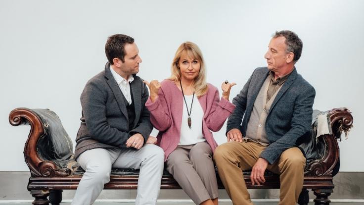 Liebeshilfe Seitensprung? Ella Fairchild (Anica Dobra) zwischen Ehemann Oscar (Heio von Stetten, rechts) und Bekanntschaft Bradley (Carl Ferguson).