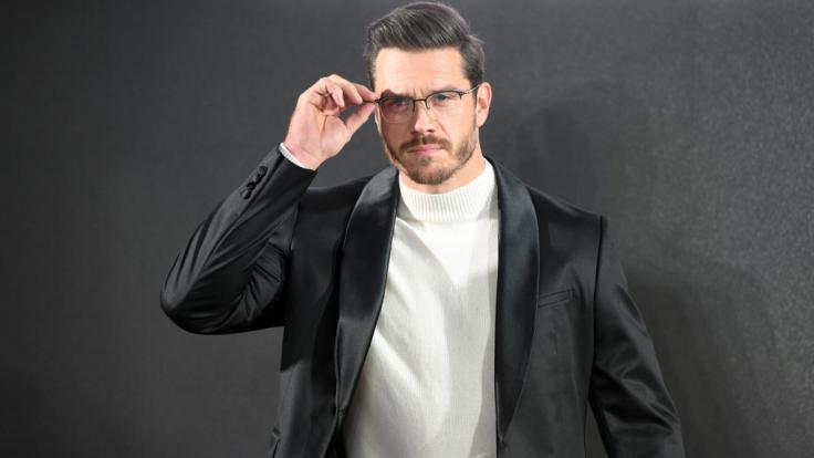Thomas Seitel, hier als Brillenmodel auf dem Laufsteg, ist nach der Trennung von Florian Silbereisen der neue Mann an der Seite von Helene Fischer. (Foto)