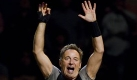 Bruce Springsteen performs with the E Street Band at the Spectrum in Philadelphia, Tuesday, Oct. 20, 2009. The Spectrum is slated for demolition to make way for the planed Philly Live, a new retail, restaurant, and entertainment district. (AP Photo/Matt Rourke) Foto: ap/Matt Rourke