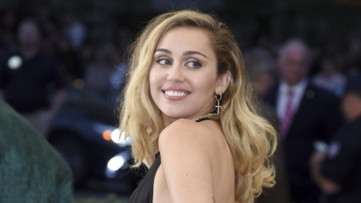 Miley Cyrus hat ihre Fans mit einem Nacktfoto überrascht. (Foto)