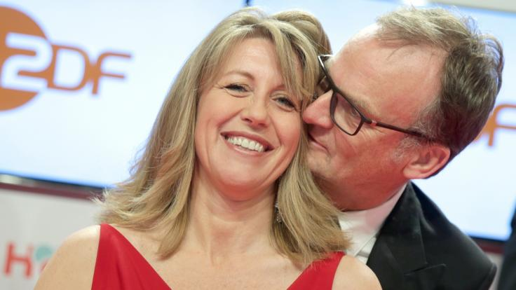 Anne Gesthuysen mit ihrem Ehemann Frank Plasberg bei der Verleihung der Goldenen Kamera 2015. (Foto)