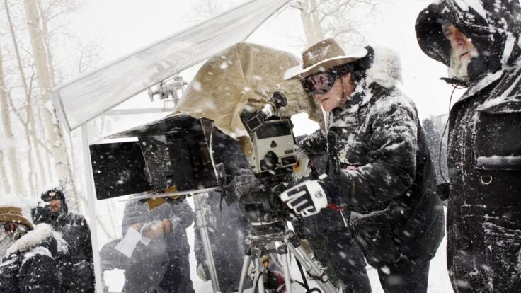 Regisseur Quentin Tarantino beim Dreh im winterlichen Telluride, Colorado.