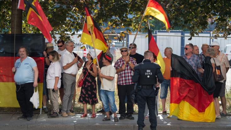 Nach dem umstrittenen Einsatz gegen ZDF-Journalisten steht die Polizei in Sachsen am Pranger.