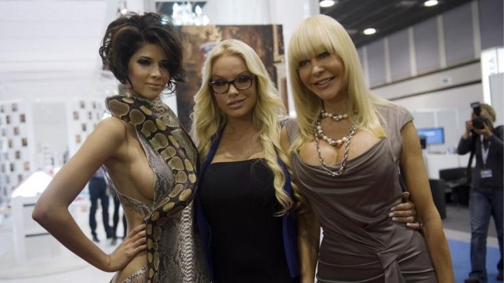 Das diesjaehrige Venus-Gesicht Micaela Schäfer (v.l.), Model Gina-Lisa Lohfink und Erotikunternehmerin Dolly Buster. (Foto)