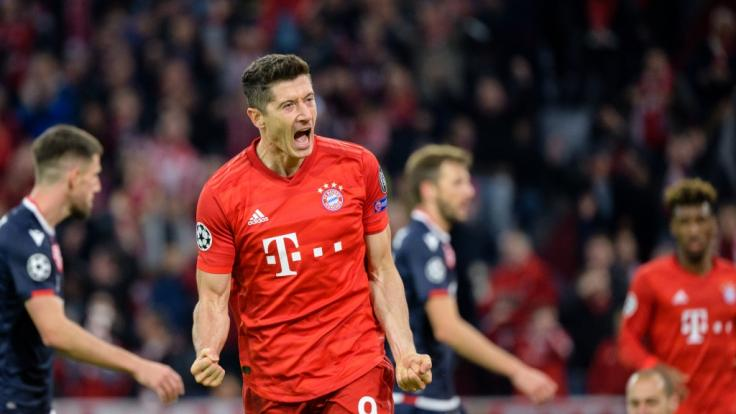 Robert Lewandowski vom FC Bayern München jubelt über seinen Treffer.