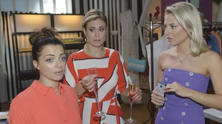Vorfreude auf die Hochzeit sieht anders aus: Emily (Anne Menden), Sophie (Lea Marlen Woitack) und Sunny (Valentina Pahde) (von links). (Foto)