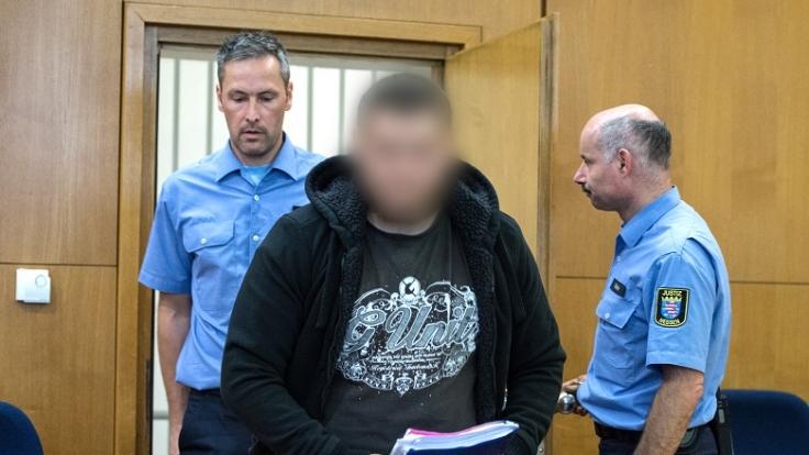 Kreshnik N. ist der erste IS-Kämpfer, der in Deutschland vor Gericht steht. (Foto)