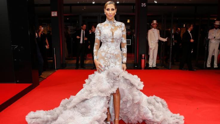 Senna Gammour bei der 26. Festlichen Operngala für die Deutsche Aids-Stiftung (Designerin des Kleides: Jasmin Erbas). (Foto)