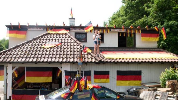 Deutschland im schwarz-rot-goldenen Fußball-Fieber: Für Fußball-Muffel ist das ein Graus.