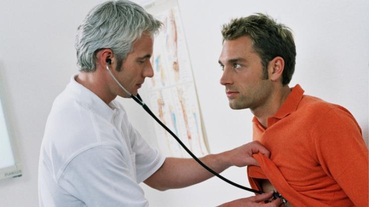 Lungenkrebs macht sich häufig durch Reizhusten bemerkbar.