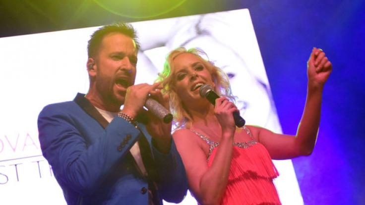 Isabel Edvardsson singt zusammen mit Michael Wendler sein neues Lied.