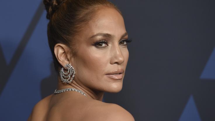 Jennifer Lopez zeigt ihre sexy Leder-Hotpants. (Foto)
