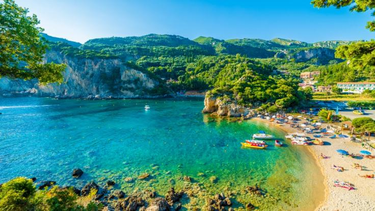 Auf der griechischen Urlaubsinsel Korfu wurde eine 14-jährige Britin von einem Hotelmitarbeiter vergewaltigt.