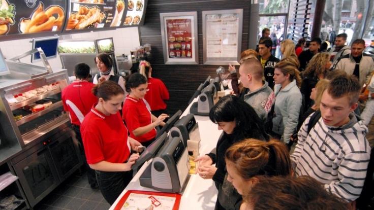 Auch bei McDonald's sind viele Fragen zu beantworten. (Foto)